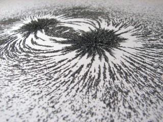磁界と砂鉄